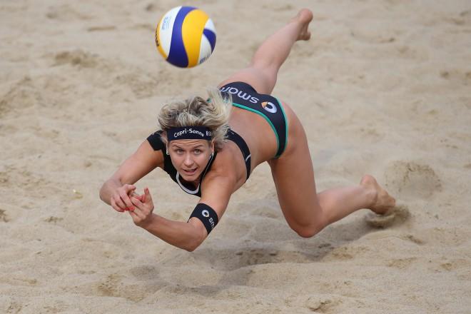 Германката Лаура Лудвих се е хвърлила за топката по време на финала на силния турнир в Старе Яблонки в Полша, който се изигра през последния уикенд и който е с награден фонд $ 800 000
