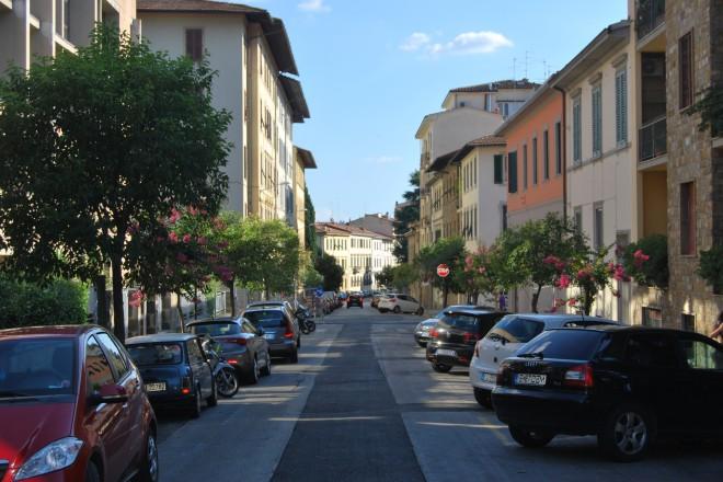 Изглед на улица в спокоен квартал на Флоренция
