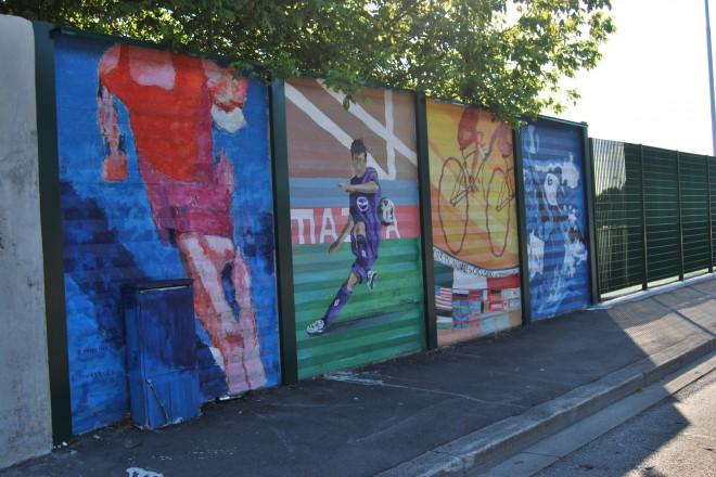 """И във Флоренция не липсват графити, като тук виждаме увековечен футболист на местния """"Фиорентина"""""""