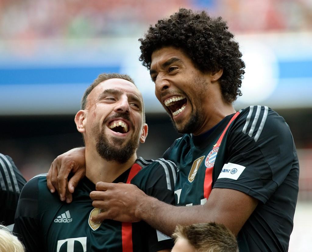 Бразилецът Данте (вдясно) е фен на афро-къдриците