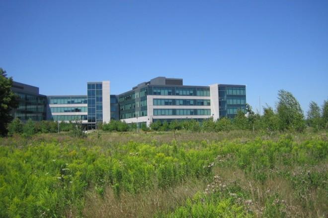 Иван работи в лаборатория на IBM в Маркъм заедно с още 2000 души.