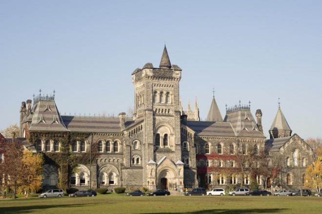 Университетският кампус към Университета в Торонто.