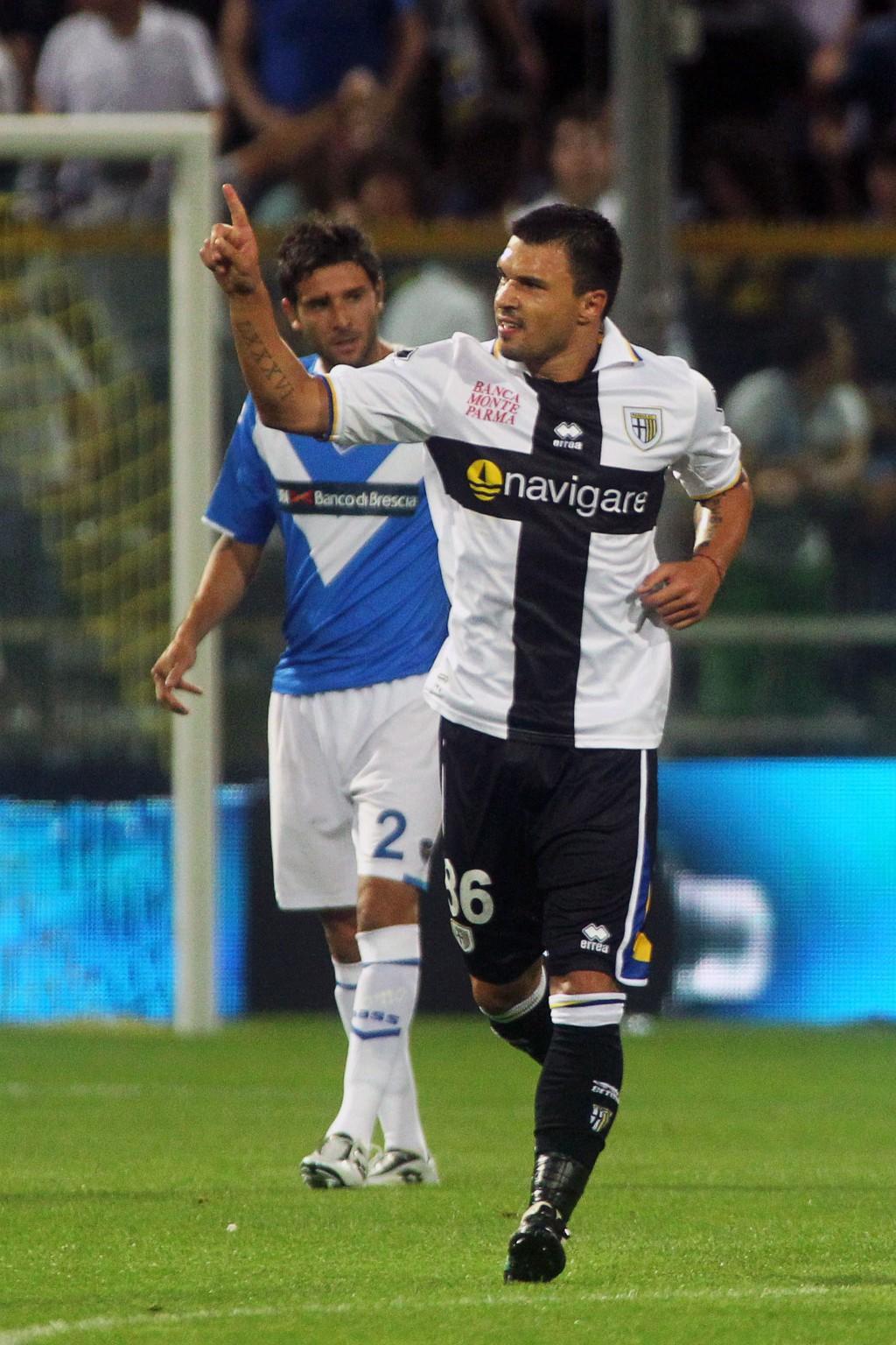 Валери Божинов докато играеше за италиански Парма нямаше как да не използва и по-малко гел ...