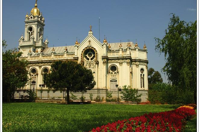 """Българската църква """"Свети Стефан"""" в Истанбул е единственият храм в цяла Турция с позлатено кубе."""