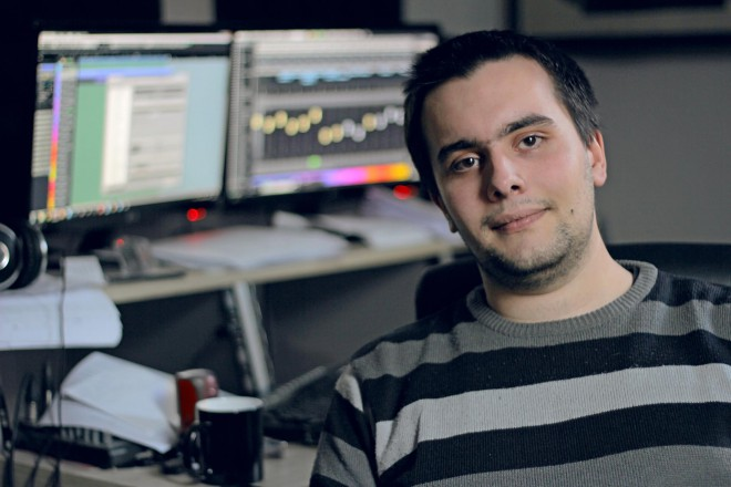 Георги Стрезов в собственото си студио.