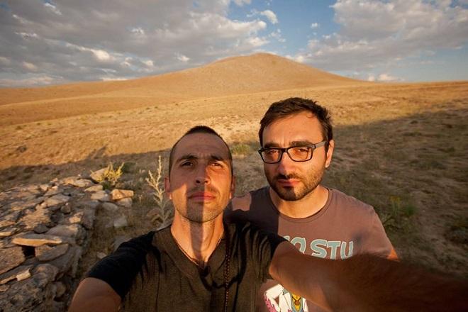 Иво Данчев (ляво) и Франческо Мартино (дясно) по време на едно от своите балкански пътешествия в откриване на изчезващи храни и истински хора.
