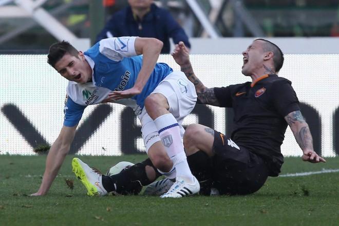 Ужасяващата контузия на Федерико Матиело след сблъсъка му с Наинголан от Рома.