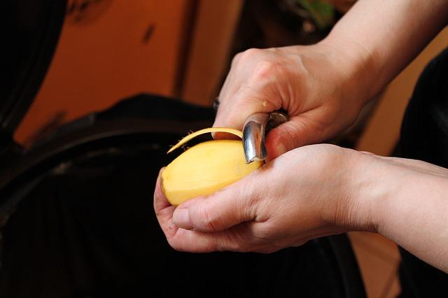 peel-potato-282427_640
