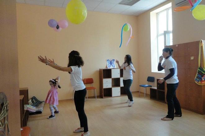 С Анна Иванова, Велина Джаферова и дете в Ресурсния център.