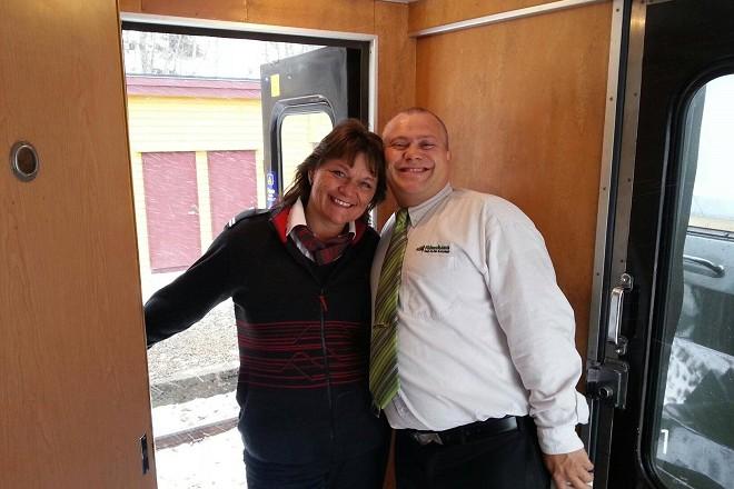 С колега във влака в Норвегия, където работи