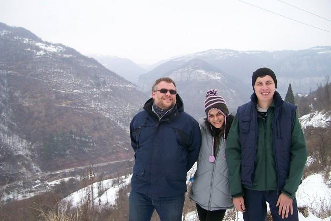 С приятели от Лакатник през зимата някъде над селото.