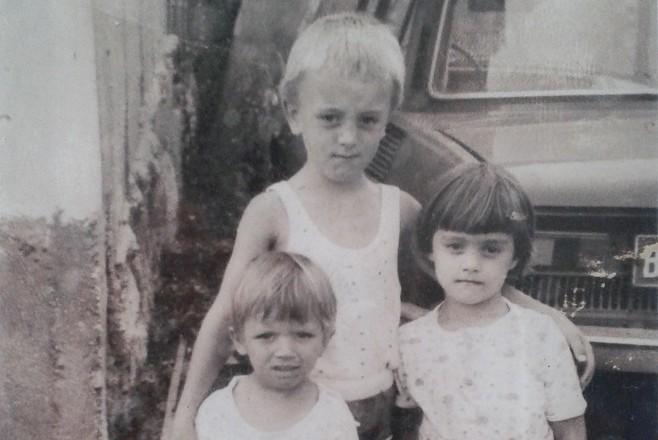 Милен (в средата)