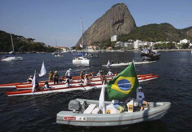 Протест срещу замърсяването на водите край Рио де Жанейро