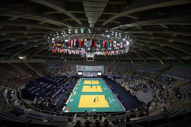 Залата Мараканазиньо, която се използва и за волейбол - спорт №1 в Бразилия, тъй като футболът е религия.