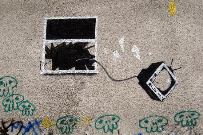 33-tv-window-graffiti