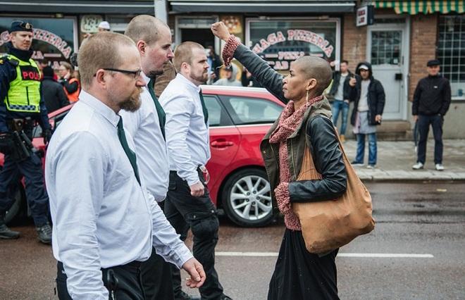 Тес Асплунд срещу неонацистки парад