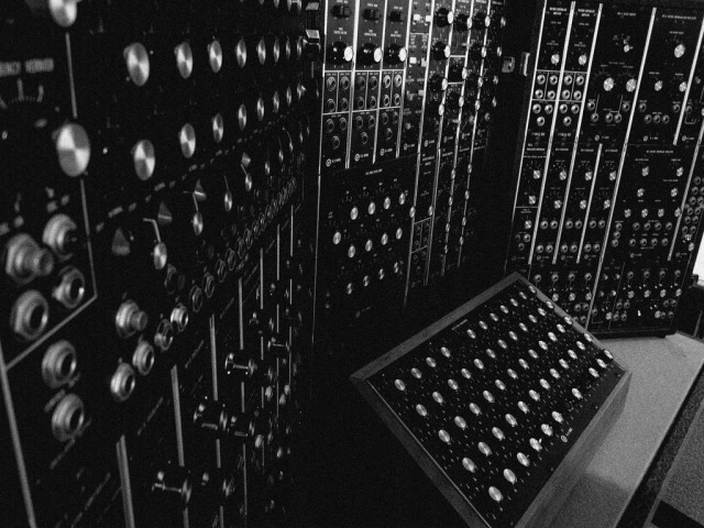 """Синтезаторът """"Moog III P"""" на Исао Томита."""