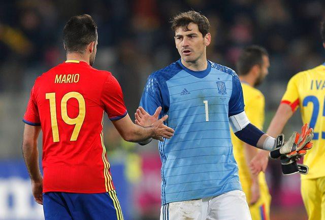 Рекордьорът по мачове с фланелката на Испания - супер вратарят Икер Касияс, е голямата звезда в група D.