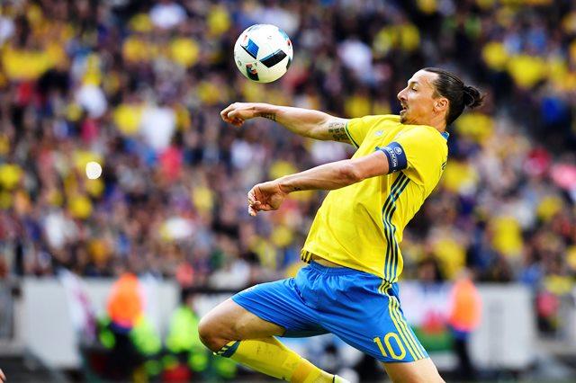 Златан Ибрахимович, топ нападателят на Швеция, е голямата звезда в група Е.
