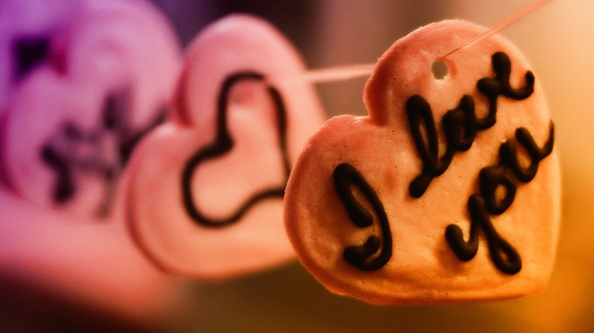 Heart-Shaped-Food-Love-Wallpaper-Desktop