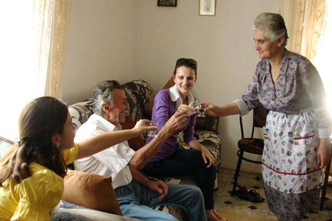 На гости при семейство Бамбулови в село Бобощица, Албания.