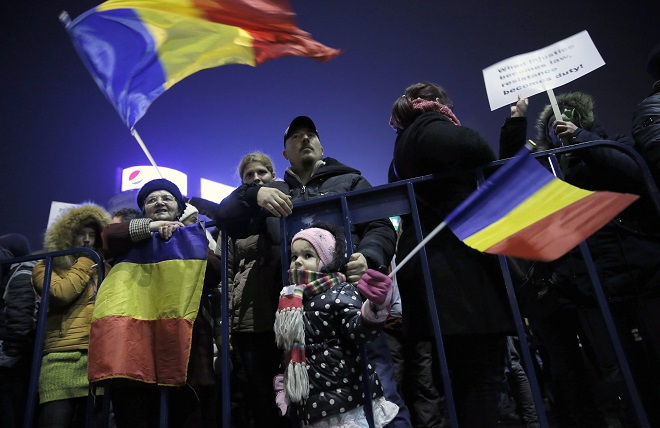 Romanians protest against pardon ordinance adopted by the government