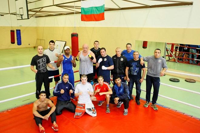 Палми Ранчев заедно с отбора по бокс и бившия министър на спорта Красен Кралев преди Олимпиадата в Рио.