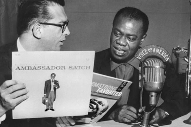 Двама джаз-посланици - Сачмо и Уилис Коноувър. Сн. Леван Рамишвили
