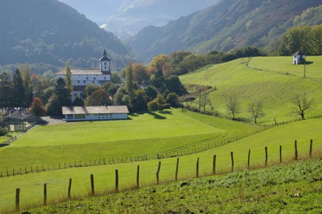 Ичасу - френско баско село, дало името си на албума с протестни песни Les vois d'Itxassou
