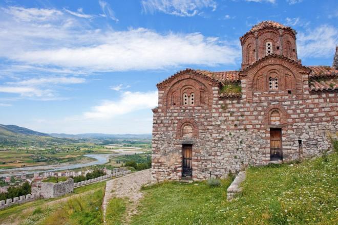 """Църквата """"Света Троица"""" в крепостта """"Берат""""."""