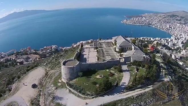 """Изглед от крепостта """"Лъкуръс""""."""