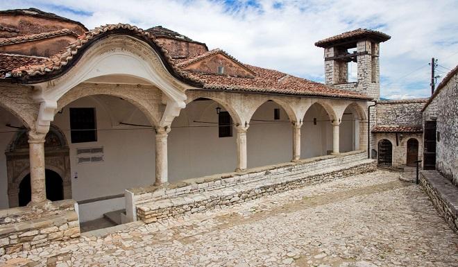 """Храмът """"Успение Богородично"""", където се намира и музеят """"Онуфрий""""."""