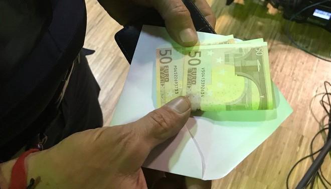 В един от пликовете в секция Pere IV в Барселона вместо бюлетина имаше две банкноти по 50 евро.