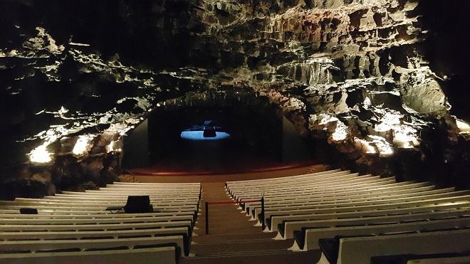 В тази пещерна концертна зала - част от Хамеос дел агуа - ден преди да я снимам, пя Барбара Хендрикс.