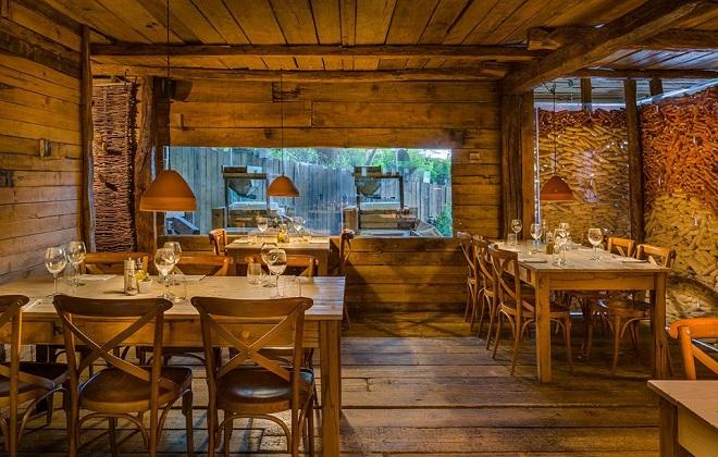 """Ресторантът на Алтин в Тирана - """"Мулиджиу"""", в който има три работещи мелници за брашното за хляба."""