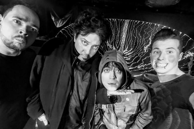 """Ремик Билински, Якуб Радомски и Адам Карковски със създателя на """"Аларма Пънк Джаз"""" Цветан Цветанов"""