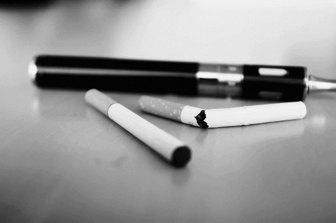 E-Cigarette-Electronic_Cigarette-E-Cigs-E-Liquid-Vaping-Stop_Smoking-Quit_Smoking_(16272143891)
