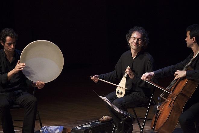 Сократис (в средата) с братята Шемирани (концертът им със Силвен Люк е в подкаста на Джаз+ в радио София)