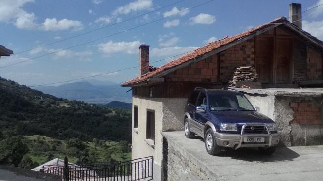 Доста от колите лятото са с чужда регистрация. След българския, вторият говорим език е английския.